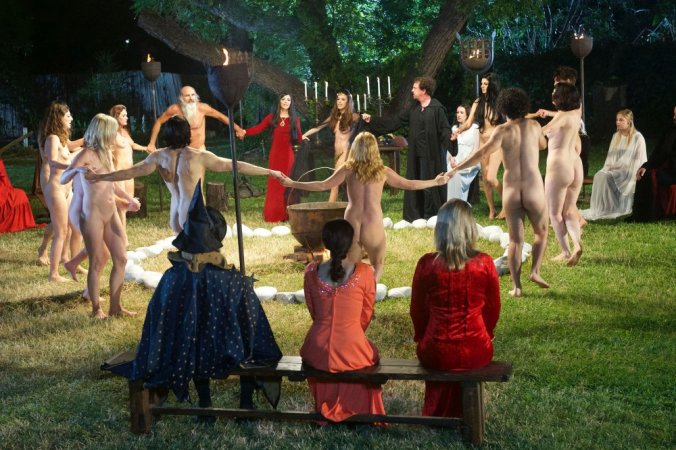 love-witch-the-2016-001-nude-dancing-circle-ORIGINAL